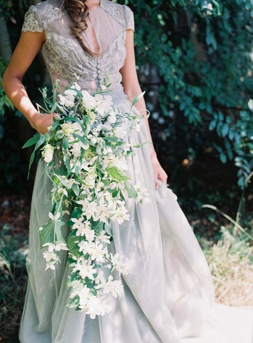 Nếu không cưới đúng mùa cao điểm, uyên ương có thể đặt hoa cưới trước một tuần, thậm chí chỉ trước vài ngày. Trong những tháng cuối năm, bạn nên đặt hoa cưới trước ít nhất một tháng.