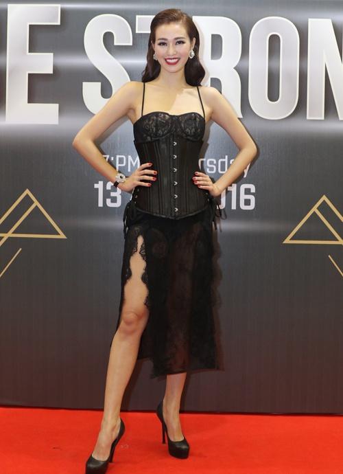 Áo corset có khả năng định hình phom dáng, vì thế các mẫu váy biến tấu từ trang phục này thường có tác dụng