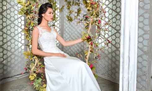 Những chiếc váy cưới 'ăn gian chiều cao' của Caroll Trần