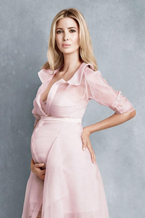 Cựu người mẫu cho biết, cô tập yoga ngay cả khi đang mang bầu