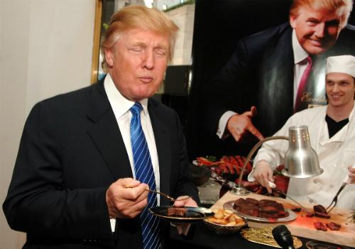 Một trong những lý do thích ăn đồ ăn nhanh của ông Trump chính là ông là người ưa sạch sẽ. Tôi là một người vô cùng sạch sẽ. Tôi yêu sự sạch sẽ. Tôi nghĩ bạn nên tới các cửa hàng thức ăn nhanh thay vì những nơi mà ở đó bạn không thể biết thực phẩm xuất xứ từ đâu. Ít ra họ cũng có các tiêu chuẩn nhất định, Trump nói với người dẫn chương trình Cooper từ CNN. Dù sao, đồ ăn cũng khá ngon mà, ông nhận xét.