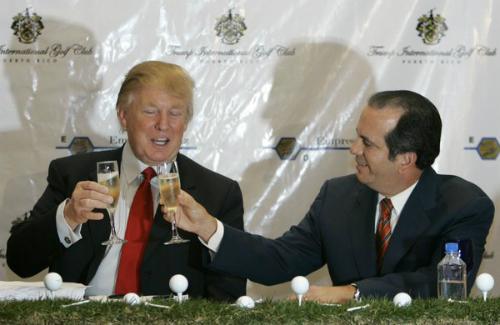 Mặc dù là một thương nhân thường tham gia vào các buổi tiệc chúc mừng nhưng Trump không hề thích uống rượu và không mấy hứng thú với trà, cà phê.