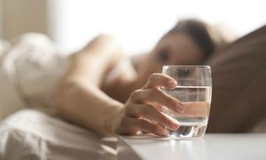 8 lý do phụ nữ Nhật luôn uống một cốc nước lọc ngay khi vừa thức giấc
