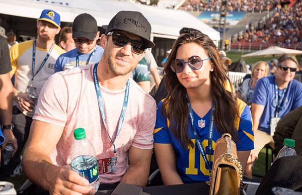 Demi-Lovato5-7625-1479095588.jpg