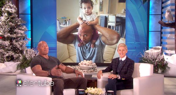 Dwayne Johnson khoe ảnh con thích thú cưỡi cổ cha.