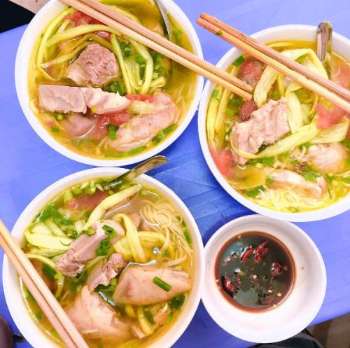 vo-chong-thu-phuong-do-loi-cho-quan-bun-chui-ha-noi-6