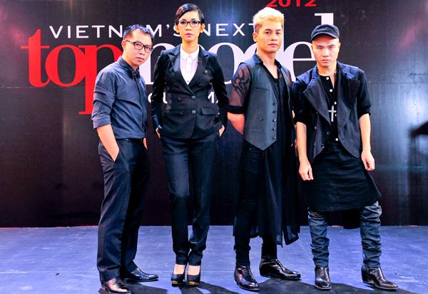 Nhà thiết kế Đỗ Mạnh Cường cùng dàn giám khảo tại Vietnams Next Top Model 2012 - một trong những mùa giải thành công nhất bởi tìm kiếm và đào tạo được nhiều người mẫu sáng giá.