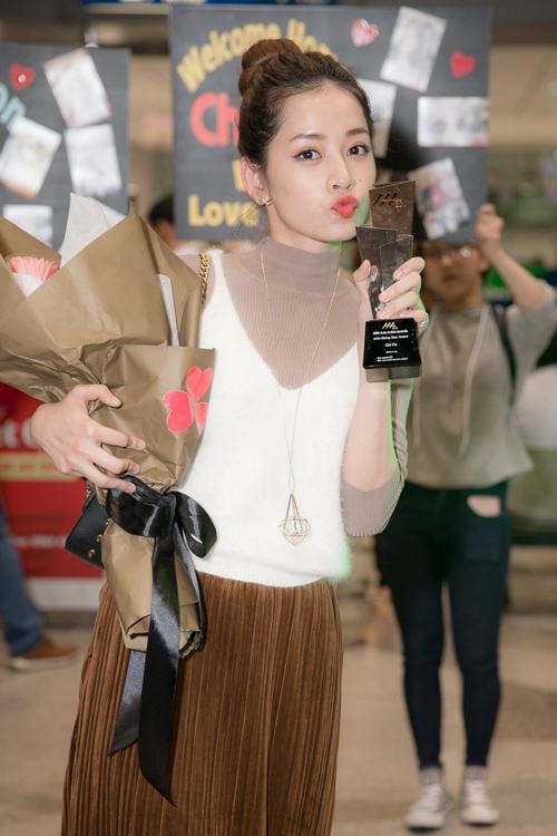 chi-pu-khoe-cup-asia-artist-awards-o-san-bay-2