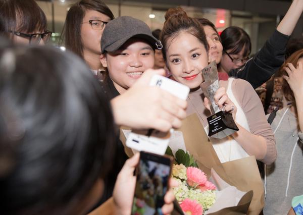 chi-pu-khoe-cup-asia-artist-awards-o-san-bay-4