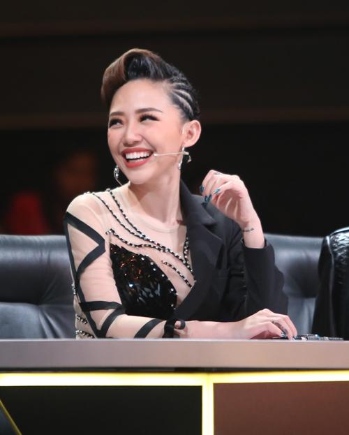 Tóc Tiên tranh cãi với Huy Tuấn để bảo vệ bạn trai