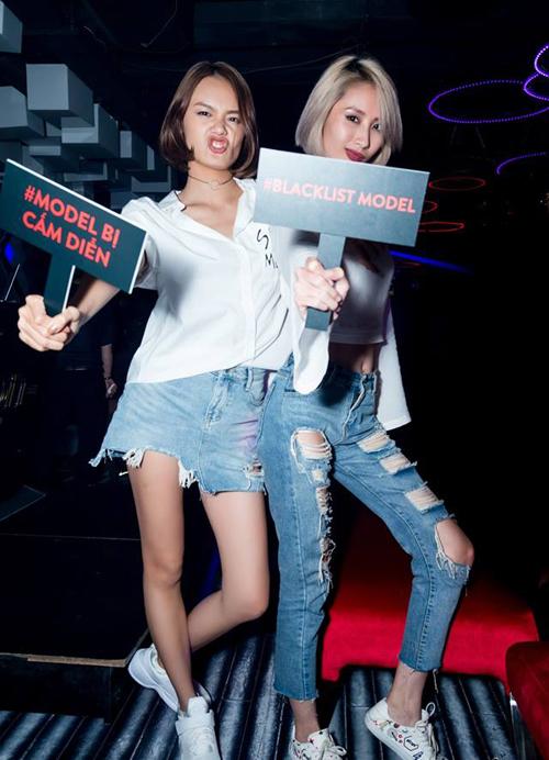 Cùng với hashtag mang tính đả kích cách làm việc của ban tổ chức tuần lễ thời trang, các người mẫu trẻ còn có cách biểu cảm diễu cợt khá ấn tượng.