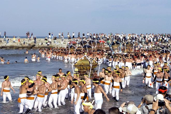Lễ hội hàng nghìn người đàn ông \'thiếu vải\' ở Nhật