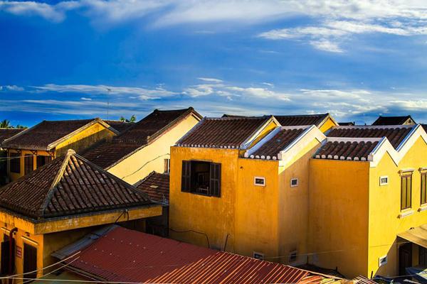 Hội An như một studio ngoài trời. Ánh sáng và các bức tường màu vàng là bối cảnh hoàn hảo cho bất kỳ chủ đề nào, liên tục gây ngạc nhiên và tạo cảm hứng cho tối - nhiếp ảnh gia Réhahn Croquevielle từng chia sẻ.