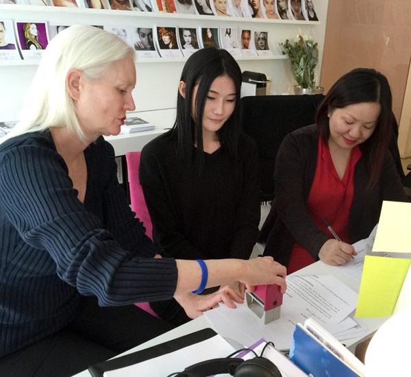 Phía BeU Models khẳng định đã đứng sau và hỗ trợ Kha Mỹ Vân từ thứ nhỏ nhất để có được cơ hội bước ra môi trường thế giới. Thông tin về việc công ty ăn chặn tiền người mẫu là hoàn toàn bịa đặt.