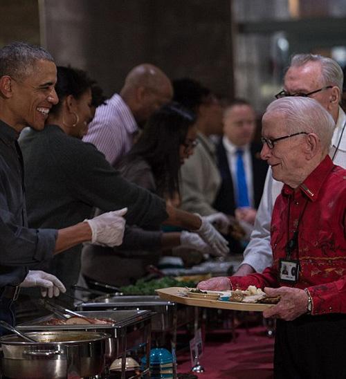 Đây là Lễ Tạ ơn cuối cùng của ông Obama trên cương vị tổng thống Mỹ, khi nhiệm kỳ tổng thống của ông sẽ chính thức kết thúc vào tháng 1 năm sau.
