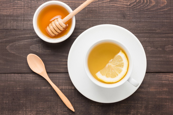 Chanh và mật ong có tính chất kháng khuẩn, là chất chống oxy hóa rất tốt cho làn da cũng như sức khỏe cơ thể.