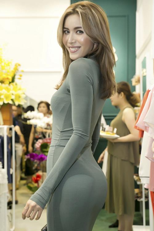 Minh Tú là một trong số ít những người đẹp Việt hợp với kiểu trang điểm tạo khối ấn tượng của phương Tây.