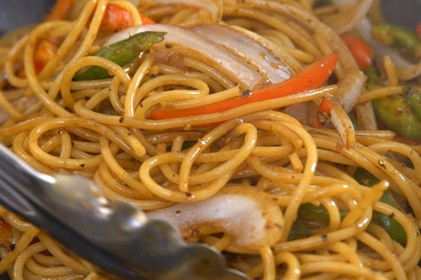 spaghetti-thit-lon-xao-tieu-den-4