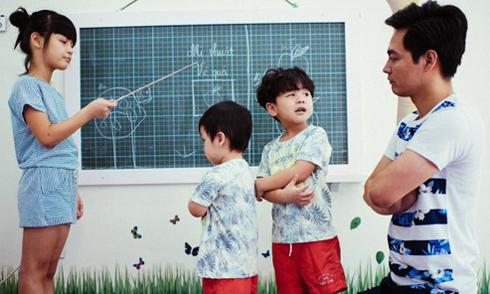 Các con của MC Phan Anh nói tiếng Anh trôi chảy