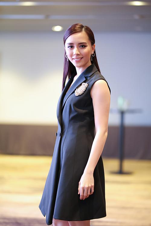 pham-huong-mung-le-hang-dai-dien-vn-thi-miss-universe-9