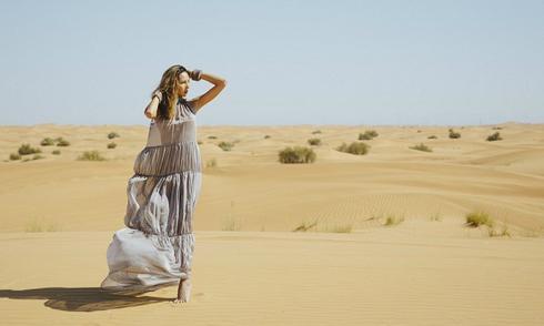 Minh Triệu khoe dáng tại sa mạc Dubai