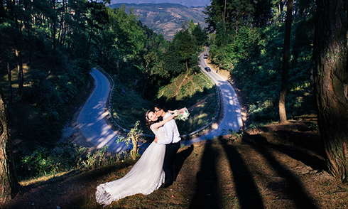 Cặp đôi xứ Thanh vượt 1.200 km chụp ảnh cưới trên đỉnh Mã Pí Lèng