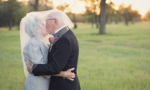 Vợ chồng già kết hôn 70 năm mới chụp ảnh cưới