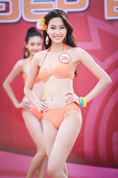 Ngay từ lúc còn là thí sinh trong cuộc thi Hoa hậu Việt Nam 2012, Đặng Thu Thảo đã chọn cho mình phong cách trang điểm trong trẻo, tôn lên những nét điểm tự nhiên của khuôn mặt.
