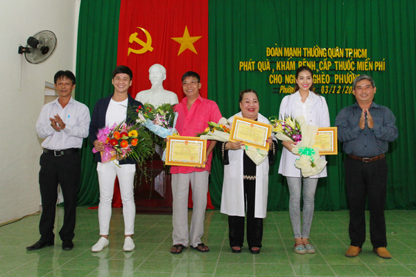 pham-huong-tinh-cam-voi-cac-cu-gia-ngheo-1