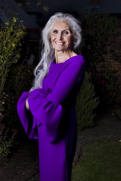 chân dài 85 tuổi chưa từng thực hiện phẫu thuật thẩm mỹ và giờ bà vẫn tự tin với nhan sắc của mình.