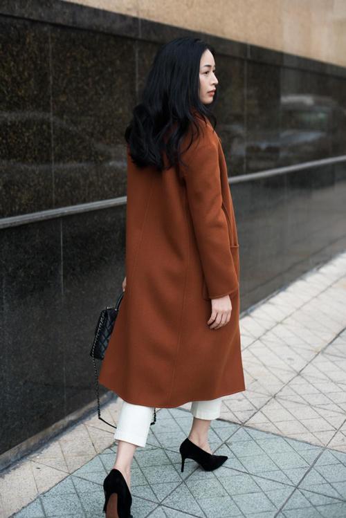 Bộ ảnh được thực hiện với sự hỗ trợ của nhiếp ảnh Tuấn Anh, người mẫu diễn viên Mai Thanh Hà.