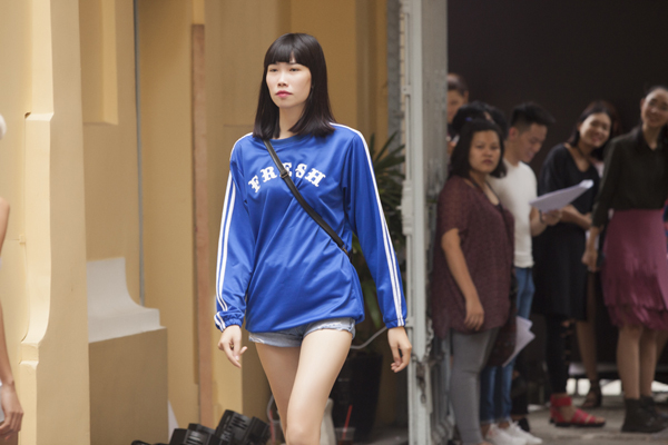 phi-phuong-anh-ngoc-chau-gian-di-di-tap-catwalk-5