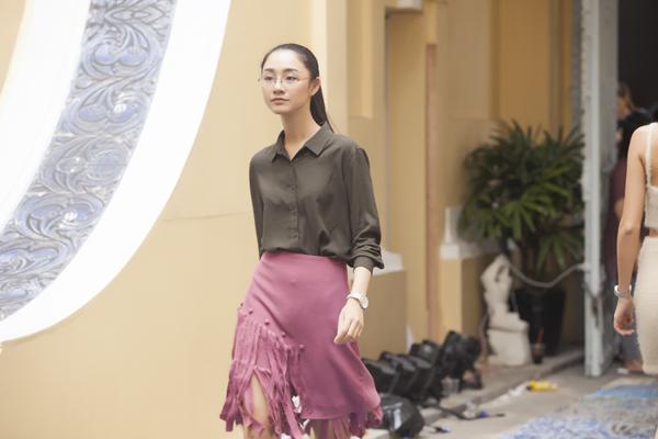phi-phuong-anh-ngoc-chau-gian-di-di-tap-catwalk-6