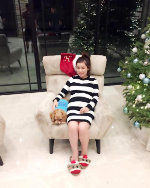 Bà xã Đan Trường mặc váy ôm, lộ bụng bầu lớn, MC Thành Trung đăng ảnh cưới...hot trên FB