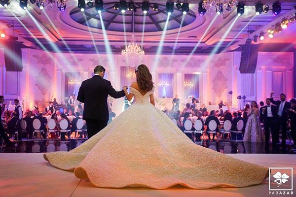 Váy cưới dệt bằng kim cương 'nhà trồng được' của cô dâu Lebanon