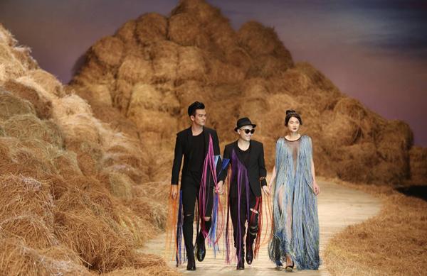 top-5-san-catwalk-lung-linh-nhat-mua-thoi-trang-2016-2