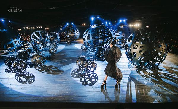 Top 5 sàn catwalk lung linh nhất mùa thời trang 2016