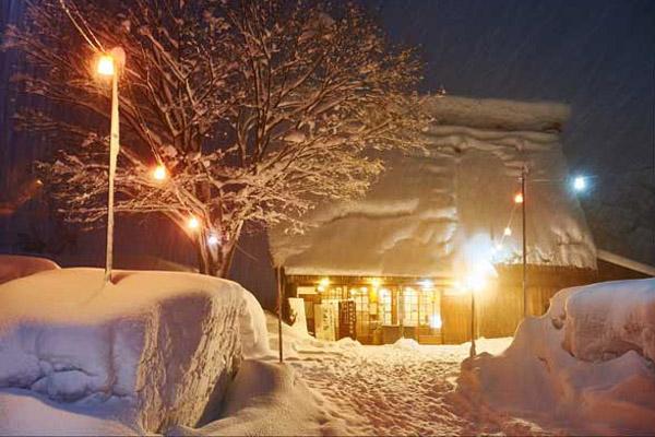 Ngôi làng ở Nhật Bản luôn ngập tuyết như cổ tích dịp Noel