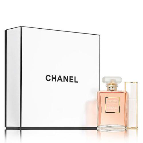 Chanel Coco Mademoiselle Travel Spray Set Nếu nàng mê dịch chuyển, hãy tặng nàng set nước hoa Chanel. Giá tham khảo: 157 USD (khoảng 3,6 triệu đồng).