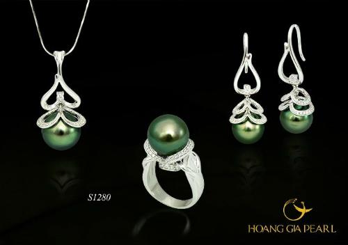 Ngọc kiêu sa - bộ trang sức tinh tế tô điểm cho từng chi tiết trên gương mặt, đôi tay thêm quý phái, điệu đà.