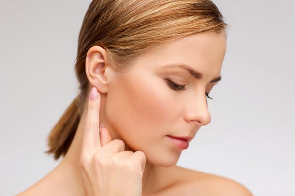1. Massage mặt, cổ và tai
