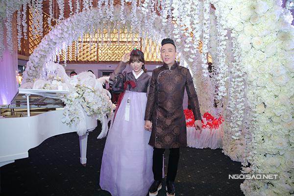 hari-won-tran-thanh-khoc-cuoi-trong-dam-cuoi-xa-hoa-9