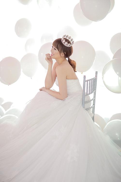 tran-thanh-hon-tay-hari-won-trong-anh-cuoi-studio-7
