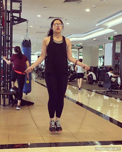 Ngọc chọn nhảy dây đầu tiên để giúp giảm cân nhanh và phù hợp với thể trạng.