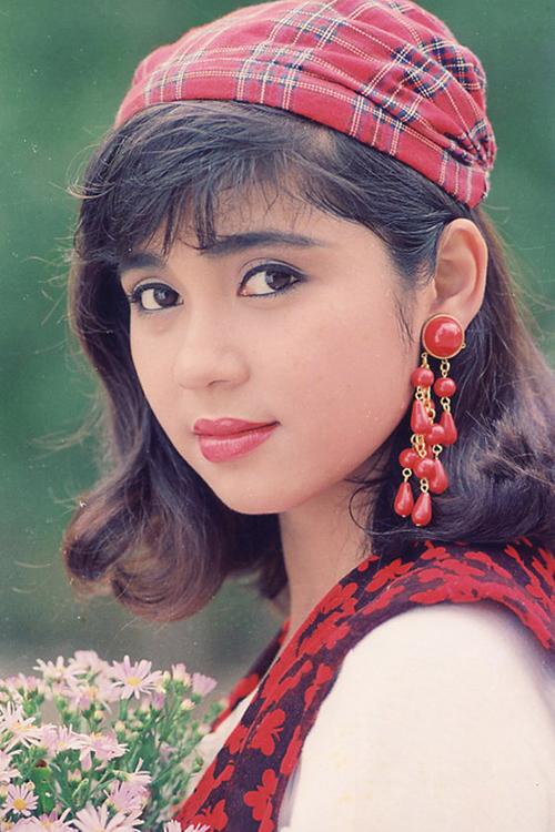 Tóc bob xoăn từng được Việt Trinh lăng xê rất thành công.