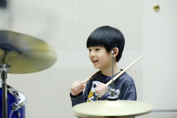 dong-khiet-khang-dinh-khong-cam-con-trai-lien-lac-voi-bo-6
