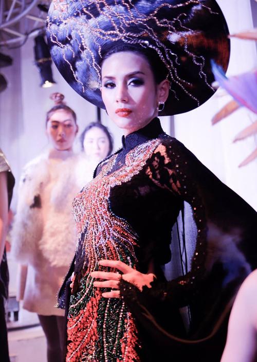 hoang-yen-don-hau-hoi-ngo-tai-fashion-asia-award-5