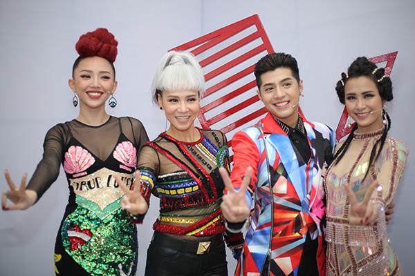 huan-luyen-vien-the-voice-tao-hinh-la-di-cham-thi-10