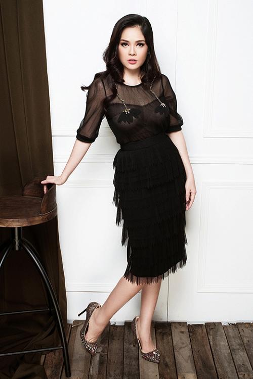 Nữ diễn viên chia sẻ, cô giảm cân nhanh nhờ chăm chỉ cho con bú và thường xuyên chườm muối nóng vùng bụng.