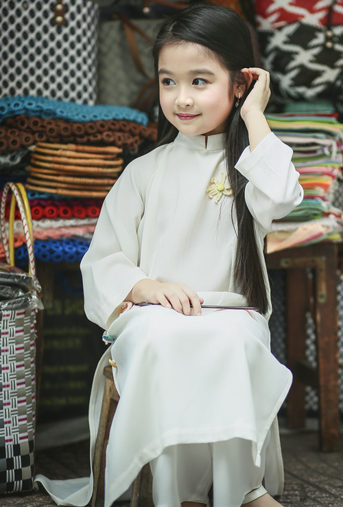 chon-ao-dai-xinh-cho-be-don-tet-6